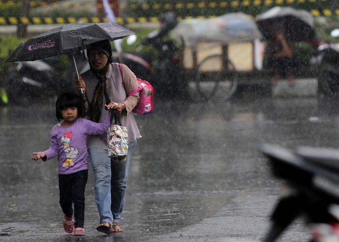 Tips Berwisata di Musim Hujan