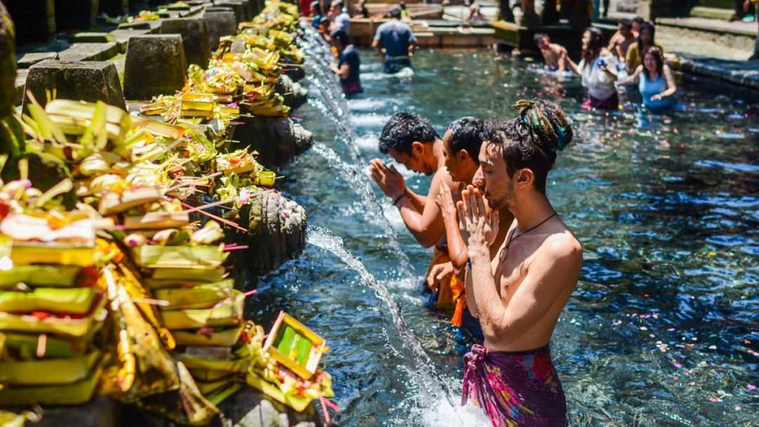 Paket Tour Bali Tirta Empul Dolan Dolen